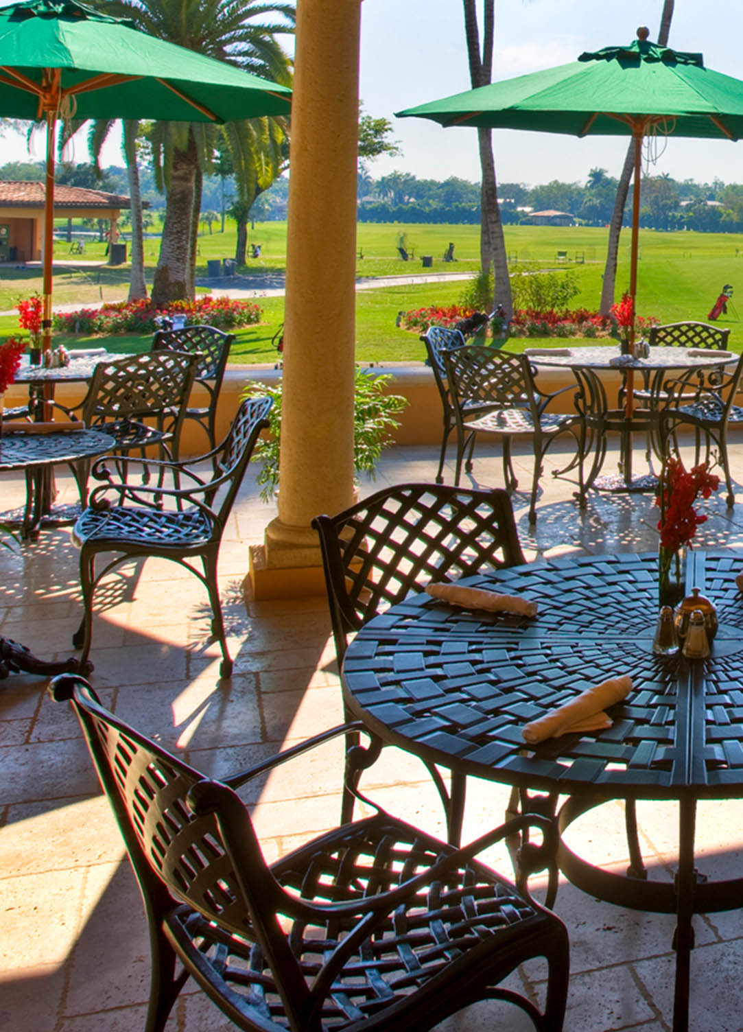 19th Hole outside dining