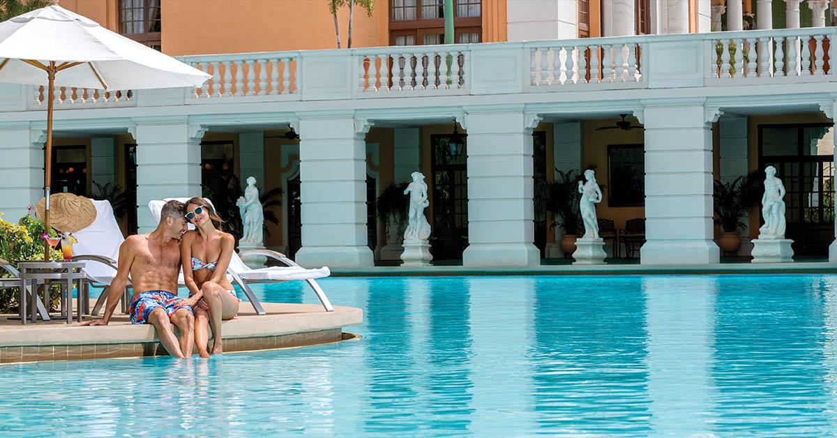 Disfruta de la piscina en el Hotel Biltmore