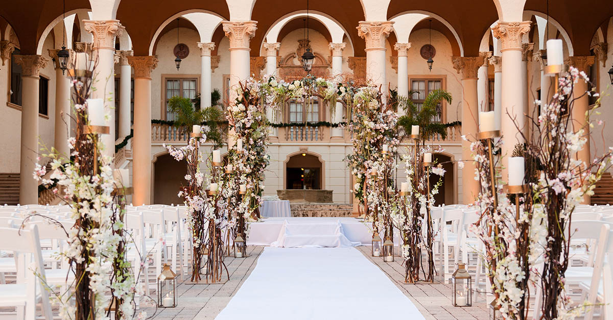 Country Club Courtyard – Photo by Ambrosio