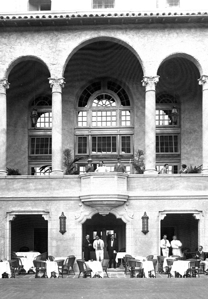 Black and white photo of the court yard area